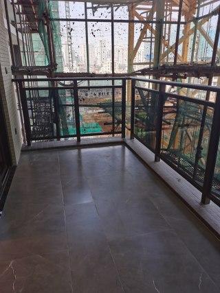 (开发区)御景鸿庭4室2厅2卫118m²毛坯房